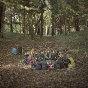 Expérience de nature avec des enfants en pleine forêt au Portugal. Une mission photo de Juan Manuel Castro Prieto